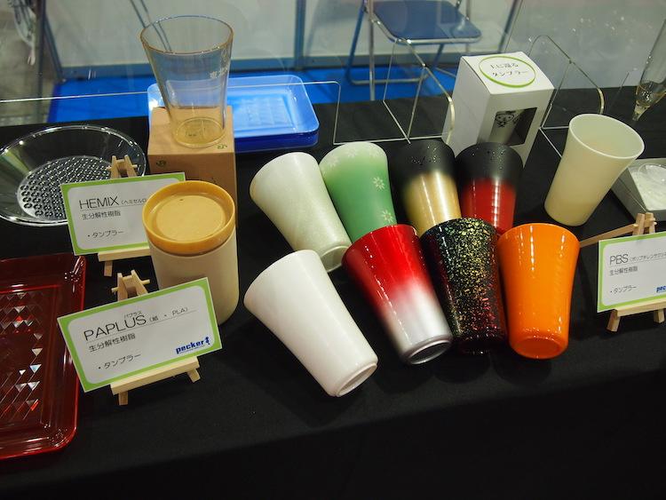 ▼ペッカ―精工のバイオプラスチック製品の展示(タンブラーなど)